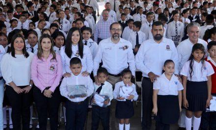 Participaron 57 talleres colimenses en la confección de uniformes escolares