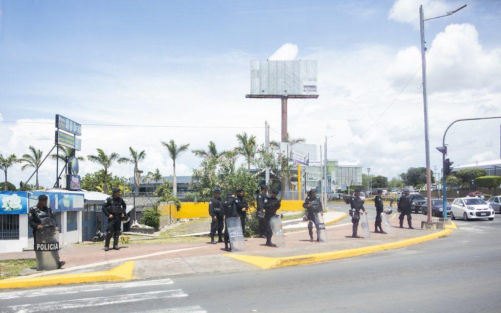 Periodistas independientes en Nicaragua exigen libertad de prensa, incluido la entrega de redacciones y de insumos de imprenta