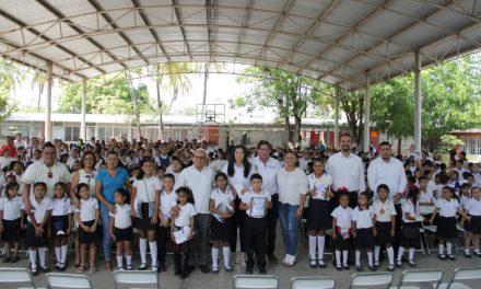 Sedescol entrega uniformes gratuitos en Cerro de Ortega, Tecomán