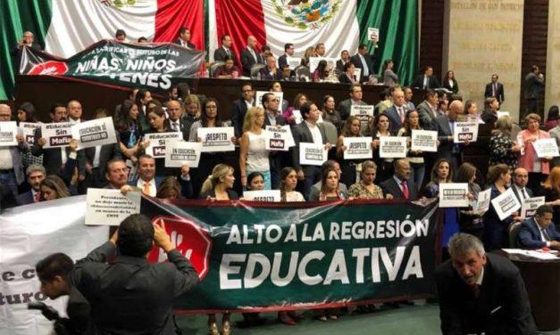 Jorge Luis Preciado, encabezó la toma de la tribuna en la Cámara de Diputados, este jueves