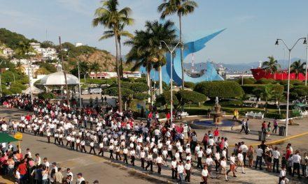 Casi 4 mil participantes en el Desfile de Independencia, en el puerto de Manzanillo
