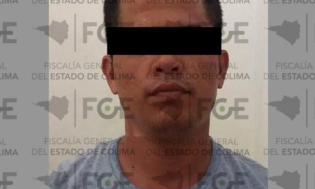 En Tecomán: Tenía orden de aprehensión; huyó de la policía pero fue detenido