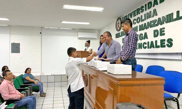 Entregan credenciales universitarias en Manzanillo