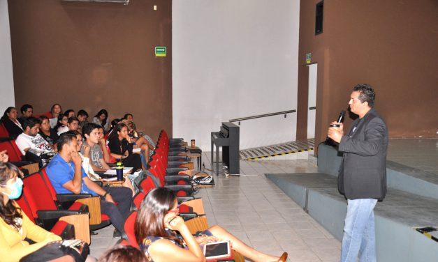 Periodismo, clave para disminuir riesgos ante desastres: Ray Padilla