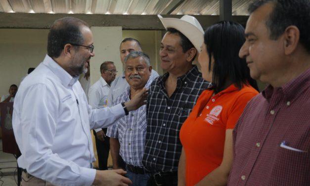 Gobernador entrega apoyos del Fonden en V. de Álvarez
