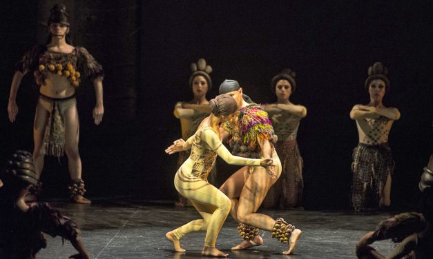 Ovacionan al Ballet Folklórico de la UdeC, en Colombia