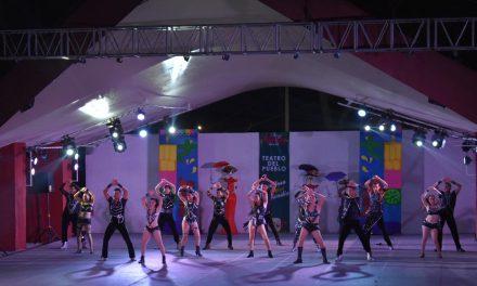 Diseñadores colimenses realizan pasarela con sus creaciones en la Feria de Colima