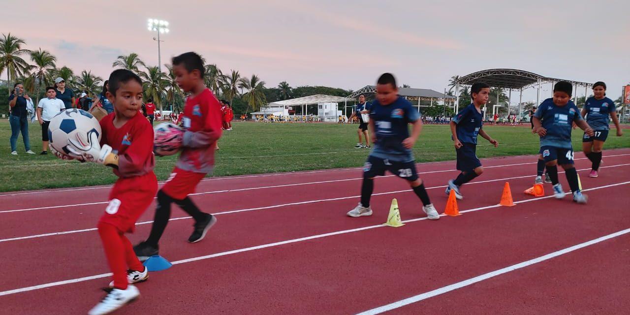 Desfilan más de 2000 atletas en la 2ª Gala Deportiva de Manzanillo