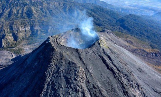 Refuerzan el monitoreo del Volcán de Fuego de Colima, instalan dos cámaras más