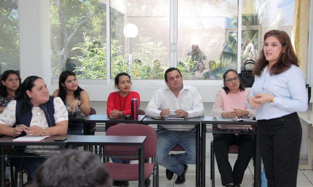 Imparten charla sobre relaciones interpersonales a docentes de la UdeC