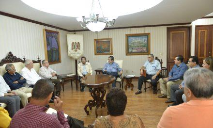La Asociación de Jubilados y Pensionados visitó al rector, le manifestó su apoyo en la defensa de la autonomía universitaria