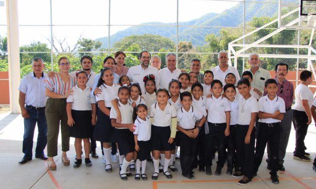En Manzanillo, entrega Gobernador dos secundarias