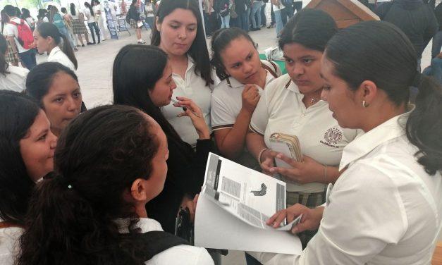Cientos de jóvenes conocen oferta académica de la UdeC, en Tecomán