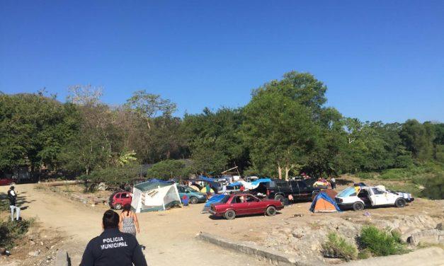 Desalojan a personas que acampaban en el Río Armería