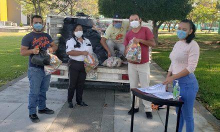 Con sana distancia, entregan despensas a trabajadores Voluntariado y CEDEFU