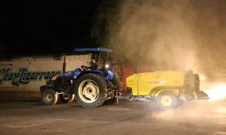 Utilizan 24 tractores y aspersoras para seguir desinfectando áreas de Tecomán