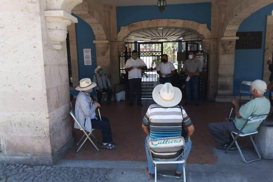 Supervisa obras y entrega apoyos a grupos vulnerables alcalde Rafael Mendoza