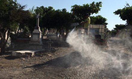 Limpian y desinfectan el Panteón Municipal de Colima; continúa restringido el acceso para visitantes