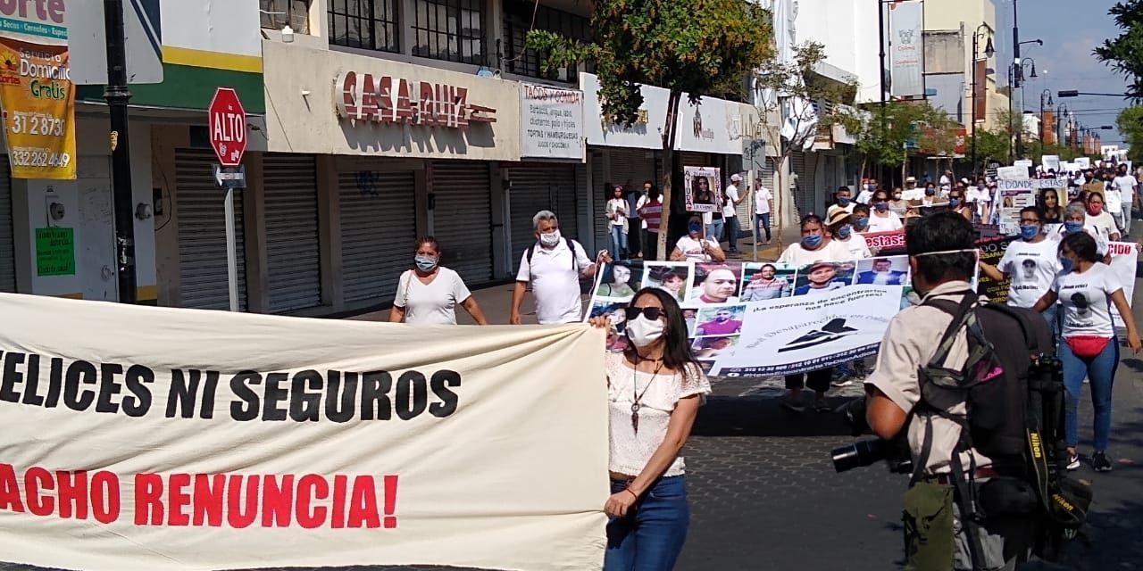 Crónica: Marcha con poca respuesta; se dividen los manifestantes
