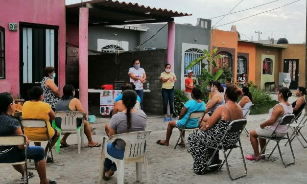 Salud Manzanillo lleva sesiones educativas a más de 400 familias del municipio