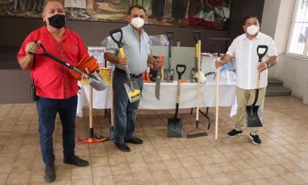 Entrega apoyos el diputado Toscano a Protección Civil de Villa de Álvarez