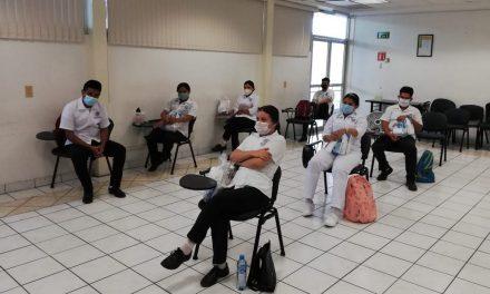 Capacitan a jóvenes pasantes de Enfermería que darán su servicio social en el puerto