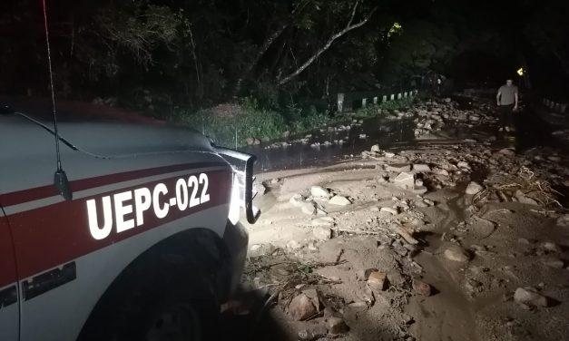 Lluvias provocan derrumbes en diversas carreteras del estado