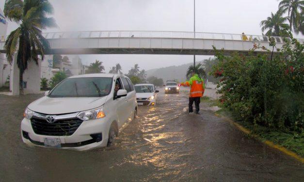 """Cerca de 100 personas desplazadas en Manzanillo y Tecomán, por la tormenta tropical """"Hernán"""""""