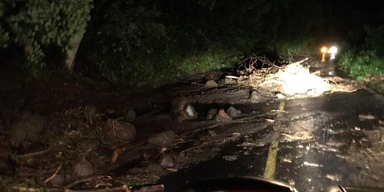 Continua cerrada la carretera Villa de Álvarez-Minatitlán, reporta Protección Civil