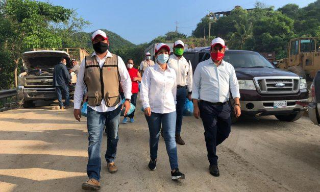 Titulares de Secretarías de Gobierno estatal atienden a manzanillenses