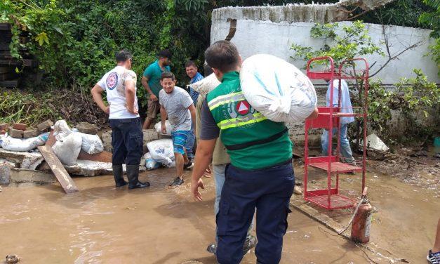 Desbordamiento de ríos y arroyos, e inundaciones en diversas colonias provoca la tormenta en Manzanillo