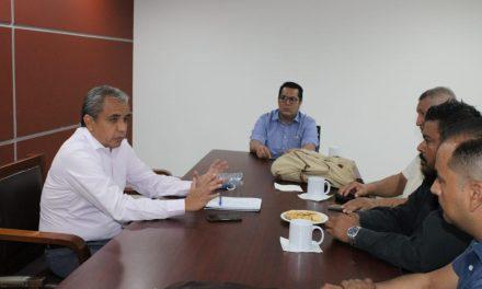 El diputado Francisco Rodríguez se reúne con solicitantes de moto taxi; se compromete a realizar foros