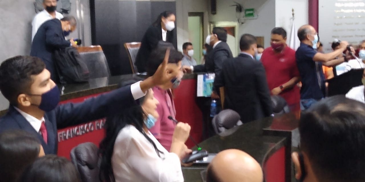 A manera de crónica… De manera accidentada concluye parlamento juvenil; se enojaron diputados de morena