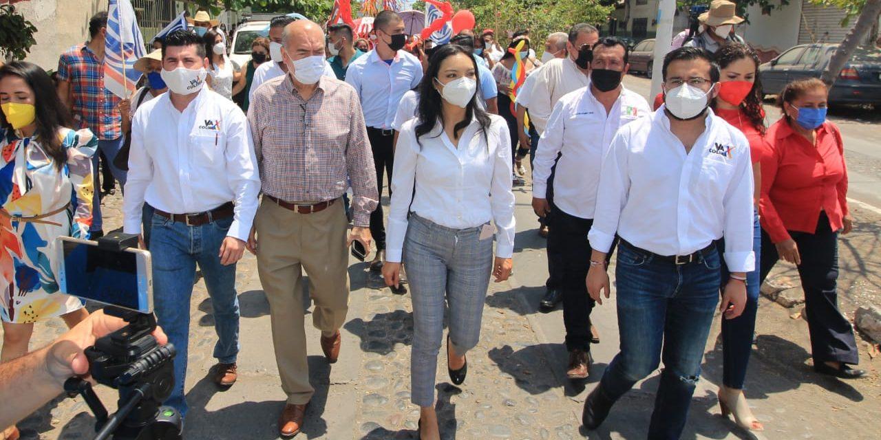 Mely Romero acudió a las solicitudes de registro como candidatos a alcaldes de la Coalición en Armería, Tecomán e Ixtlahuacán