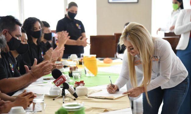 Paty Alcaraz firma 4 compromisos para fortalecer tanto a entrenadores como a deportistas colimenses