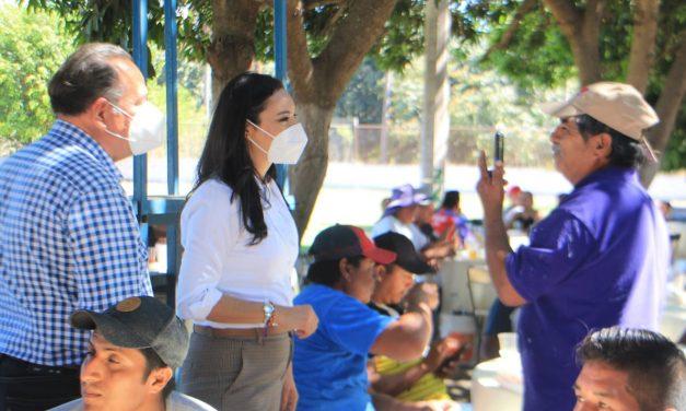 Impulsará Mely Romero un plan de vivienda digna para albañiles