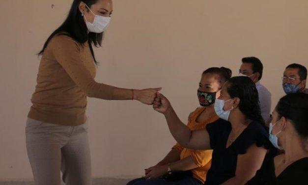 Federación descuida temas de Salud ajenos a la pandemia, manifiestan a Mely Romero en Minatitlán