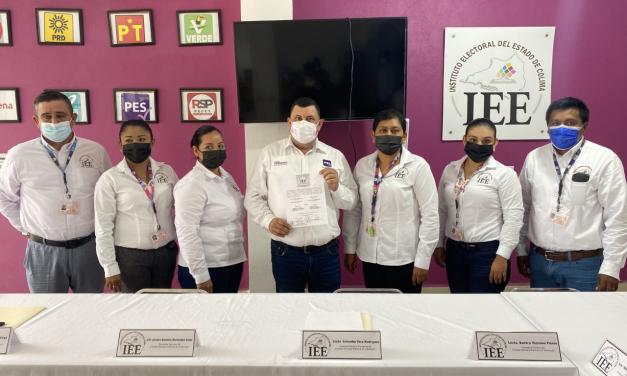 Carlos Carrasco recibe su constancia como presidente municipal electo de Ixtlahuacán