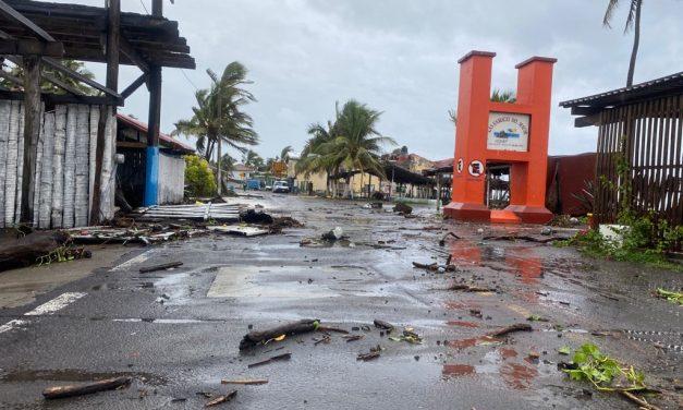 caída de árboles, reubicación de personas en Pascuales y  daños no cuantificados en Tecomán, por huracán