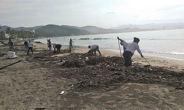 Organizan mega brigada de limpieza de playas en Manzanillo; retiran 15 toneladas de desechos